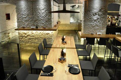 En el restaurante Alabaster se reúnen los máximos responsables de las guías Peñín, Repsol, Vinos y Destilados de Galicia, el Director del OEMV y la Presidenta de la D.O. Monterrei
