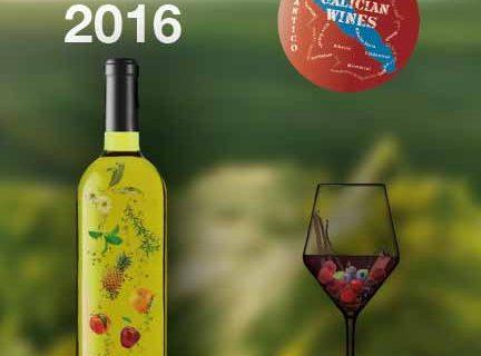 Luis Paadín ha firmado ayer ejemplares de su Guía de Vinos, Bodegas y Destilados de Galicia 2015