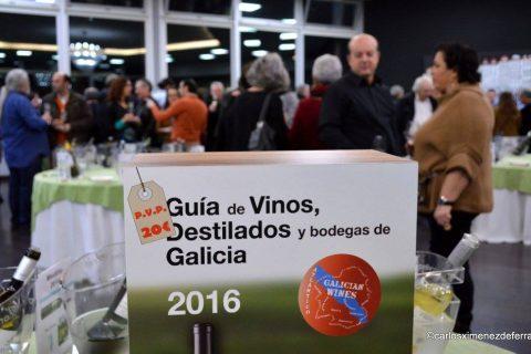 """LOS """"MECENAS"""" DE LA GUÍA DE VINOS, DESTILADOS Y BODEGAS DE GALICIA BRINDANDO POR LA GUÍA DEL 2016"""