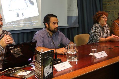 PRESENTACIÓN DEL LIBRO DE LOS LAGARES RUPESTRES DE GALICIA EN OLEIROS
